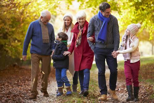 Wyldecrest holiday Parks - Family Scene-500px